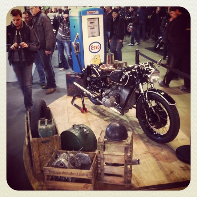 BMW garage, vintage style #BMW #Esso